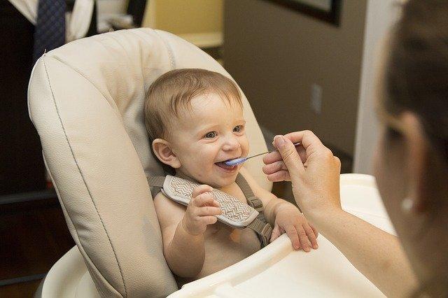 bébé, manger, les premières