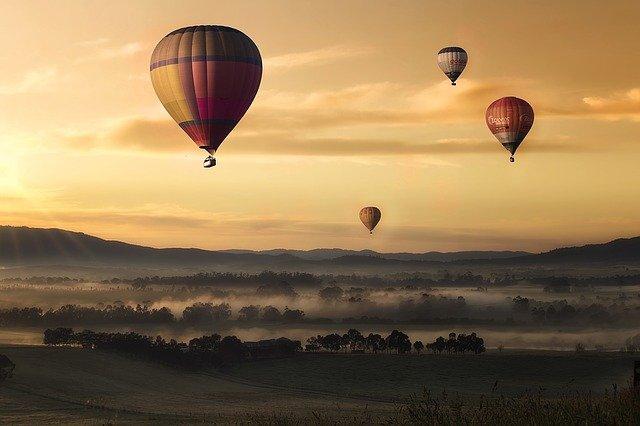 ciel, ballons à air chaud, coucher de soleil